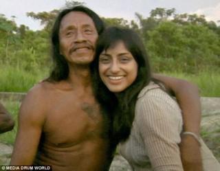 """英国高学历电影制作人嫁厄瓜多尔部落猎人 成""""亚马逊女王"""""""