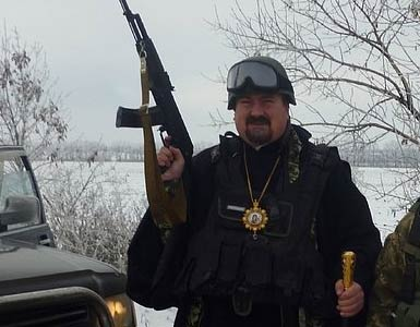 """乌克兰""""战斗神父""""手握武器炮弹遭处罚"""
