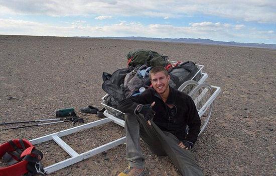 英24岁探险家独自徒步穿越蒙古国 最多一天走55公里-1