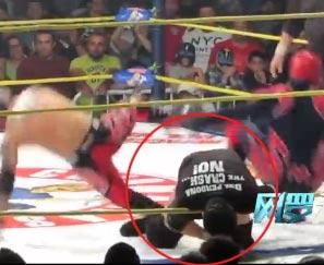 墨西哥摔角手暴毙擂台 对手浑然不知继续打斗
