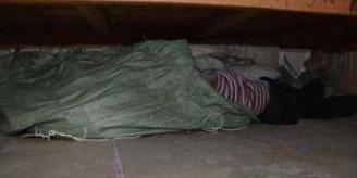 小伙租房从床底扫出女尸 系前租客掐死其女友藏尸