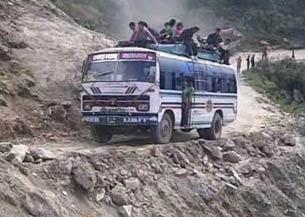 """世界上""""最穷的国家""""的百姓怎样出行 尼泊尔山路"""