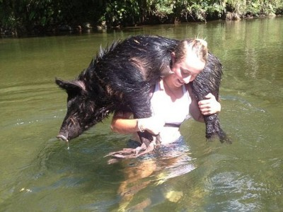 野猪杀手:澳洲少女成捕猎野猪专家 频繁登杂志封面