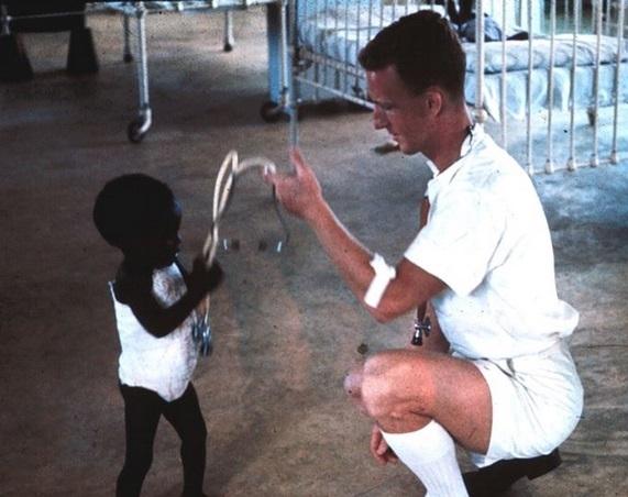 南非世界上最黑的孩子走红 真的很黑