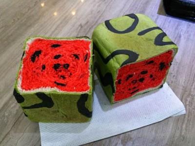 混乱的美味:台湾面包店发明了方形西瓜面包