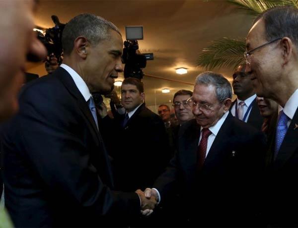 奥巴马与卡斯特罗在美洲峰会上寒暄握手 盘点美古五十年风云录