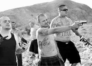 摄影师记录墨西哥黑帮真实的生活状态