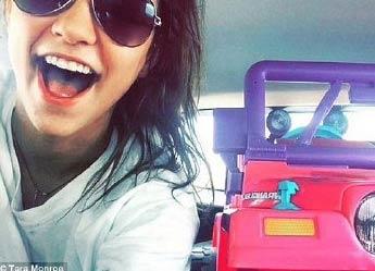 女大学生因酒驾被吊销驾照后 买粉色迷你吉普代步
