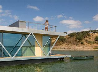 大学团队建造漂流屋 用这个漂流屋去海上漂流一周