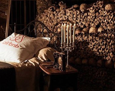 Airbnb打造世界最恐怖的卧室 600万颗人头伴入眠