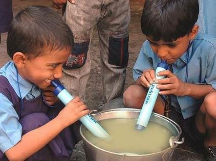 LifeStraw生命吸管:泥水秒变纯净饮用水
