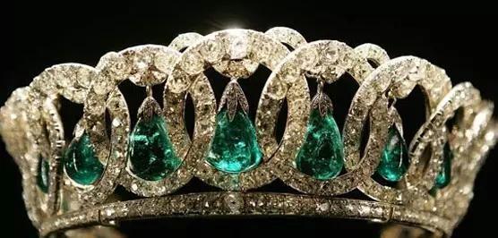 英女王伊丽莎白二世一生拥有的钻石皇冠和名贵珠宝