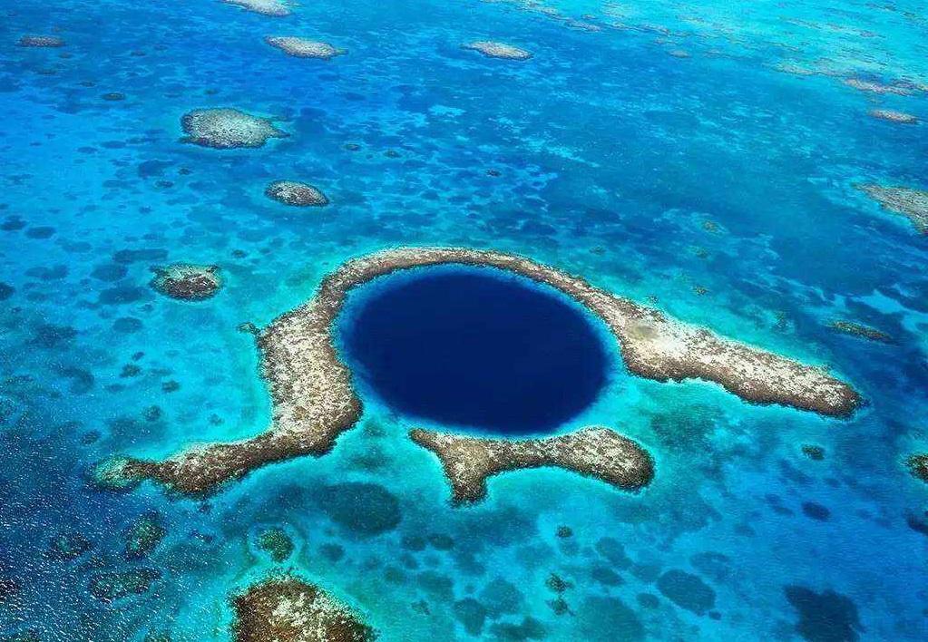 """加勒比海灯塔暗礁中的""""大蓝洞"""" 世界上口径最大的""""蓝洞"""""""