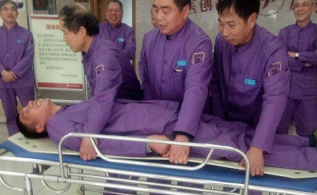 """北京一男子住院期间疑遭男护工猥亵,临床诊断为""""包皮系带撕裂伤"""",嫌疑人被刑拘"""