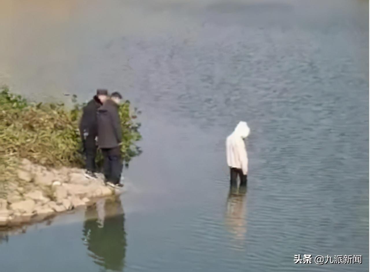 安徽望江警察被指目视女孩溺水 出警派出所:我们尽力了