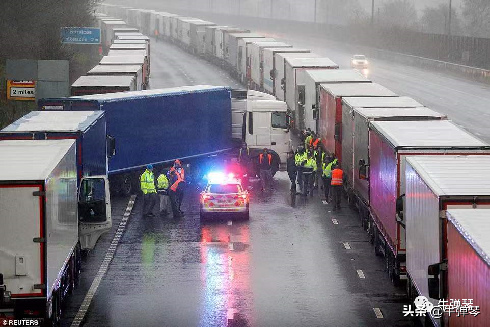 伦敦封城后第四天 1万8000辆法国大货车滞留在英国南部