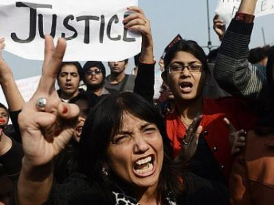 印度一名女子遭到5名男子性侵 去报案时又被一名警察性侵