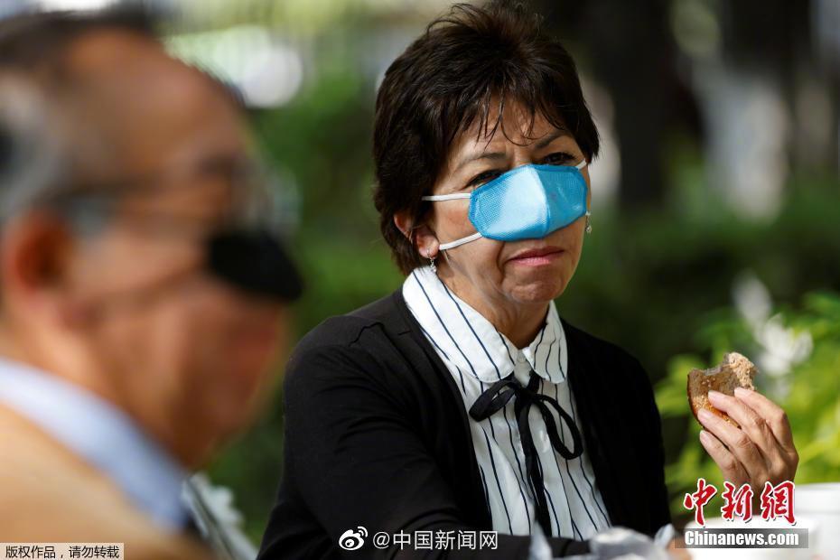 """墨西哥公司研发一款迷你""""口罩"""" 只能遮住鼻子方便用餐"""
