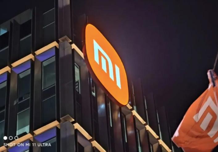 小米总部大楼连夜换上新logo