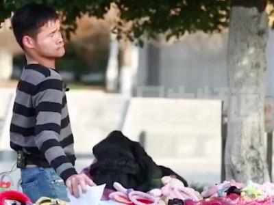 90后脑瘫小伙摆摊7年:一个男人的底线和尊严,就是赚钱养活自己