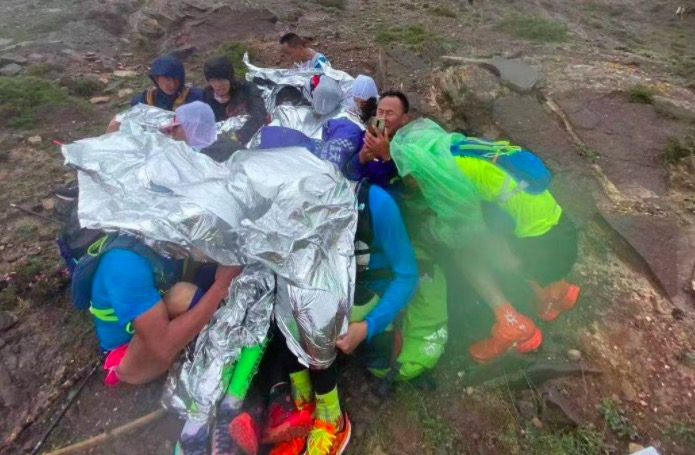 甘肃白银百公里山地马拉松事故已致21人遇难 参赛者微信对话及现场图曝光