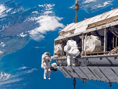 如果宇航员不小心掉进了外太空 他们还能存活吗?
