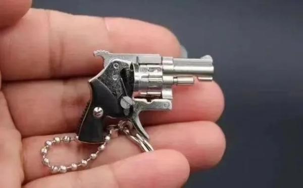 枪形钥匙扣案一审:3人因非法制造、买卖、邮寄枪支罪获刑三年