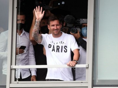 梅西加盟巴黎圣日耳曼 身披30号球衣