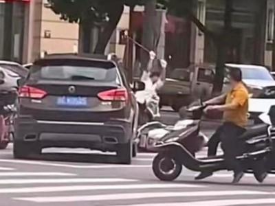 警方通报男子持棍打死电动车司机
