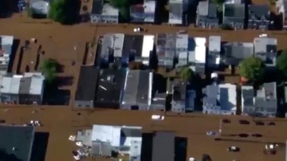 航拍最强风暴席卷美国 已造成至少60人死亡