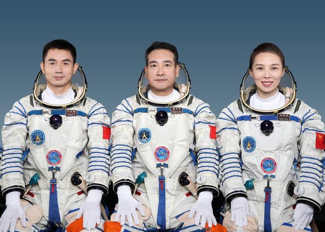 王亚平将成中国首位出舱女航天员 一分钟了解翟志刚王亚平叶光富